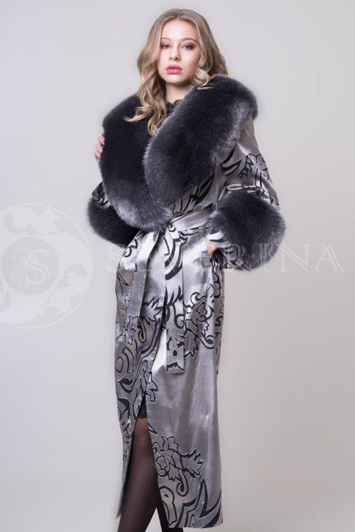 пальто из жаккардовой ткани с отделкой мехом лисы
