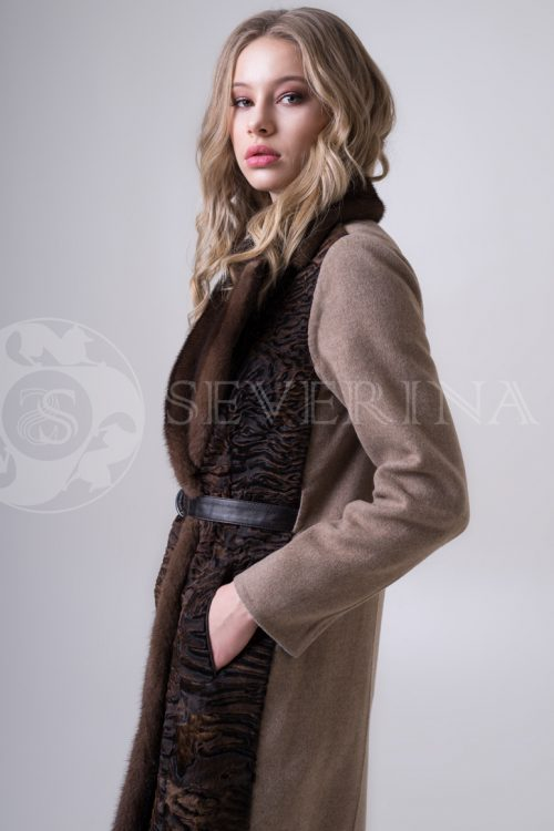 пальто с отделкой из меха каракуля и норки