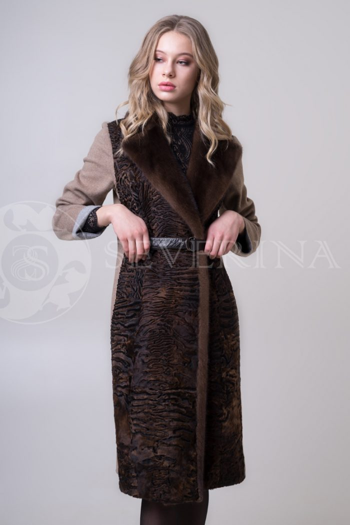 palto kjemjel s karakulem 2 700x1050 - пальто с отделкой из меха каракуля и норки
