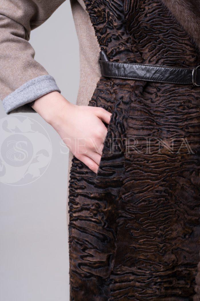 palto kjemjel s karakulem 3 700x1050 - пальто с отделкой из меха каракуля и норки