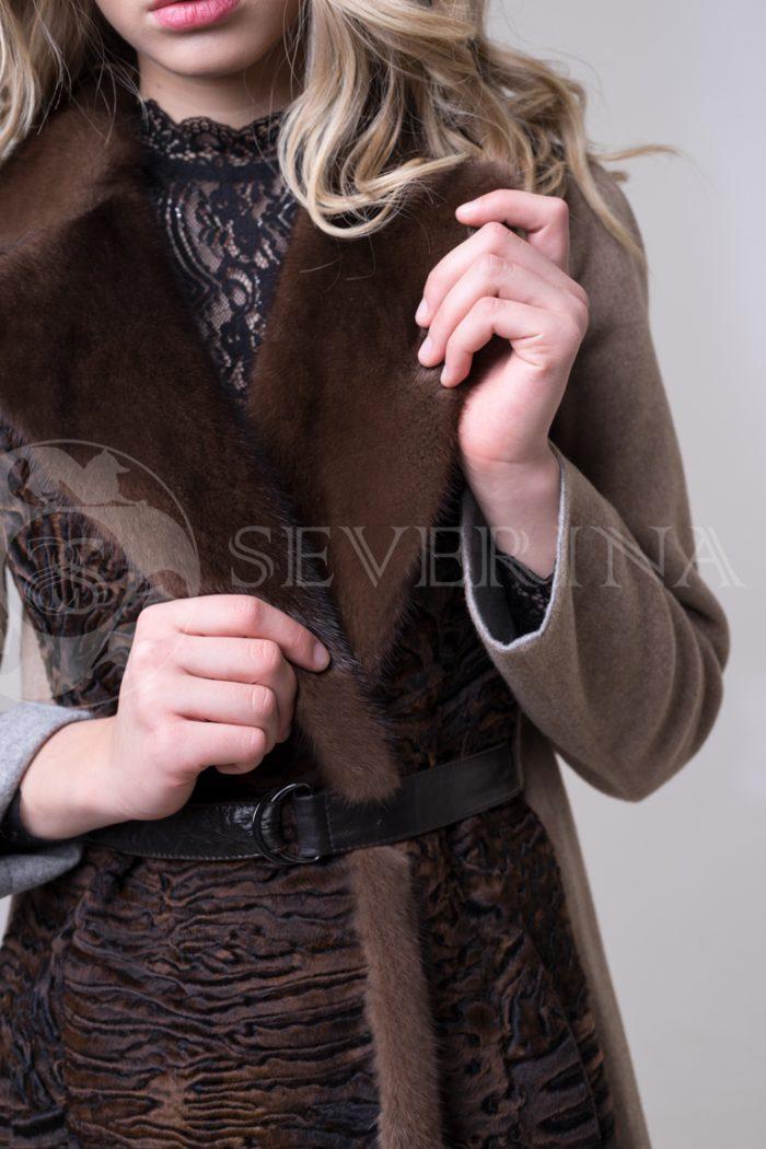 palto kjemjel s karakulem 4 700x1050 - пальто с отделкой из меха каракуля и норки