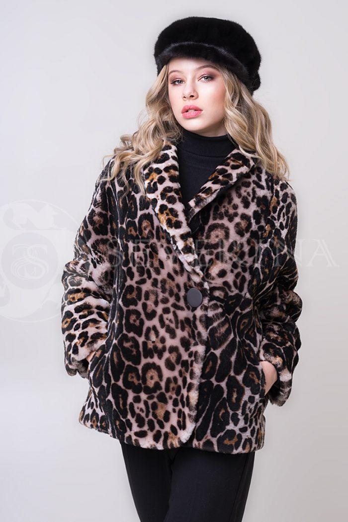 shuba leopard korotkaja ovchina 1 700x1050 - шуба из меха овчины с леопардовым принтом