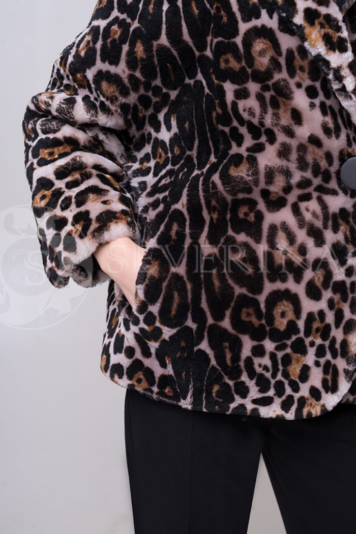 shuba leopard korotkaja ovchina 2 1 700x1050 - шуба из меха овчины с леопардовым принтом