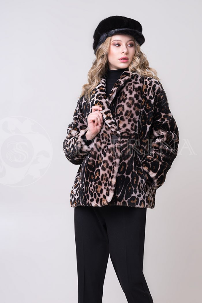 shuba leopard korotkaja ovchina 4 1 700x1050 - шуба из меха овчины с леопардовым принтом