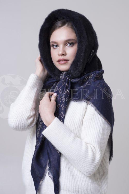 платок-капюшон с отделкой из меха норки