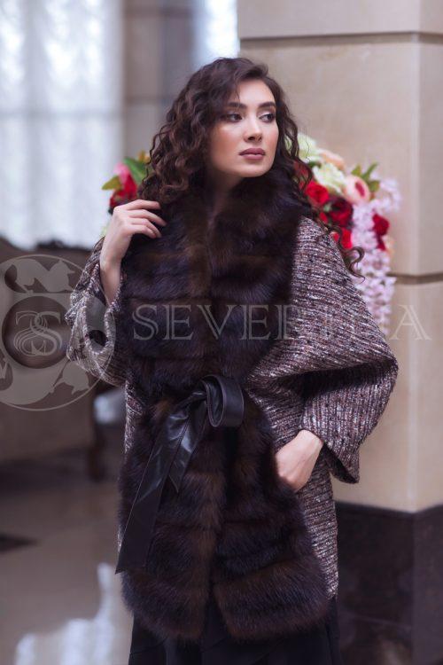 bukle s mehom 2 500x750 - пальто из букле «летучая мышь» с отделкой из меха куницы