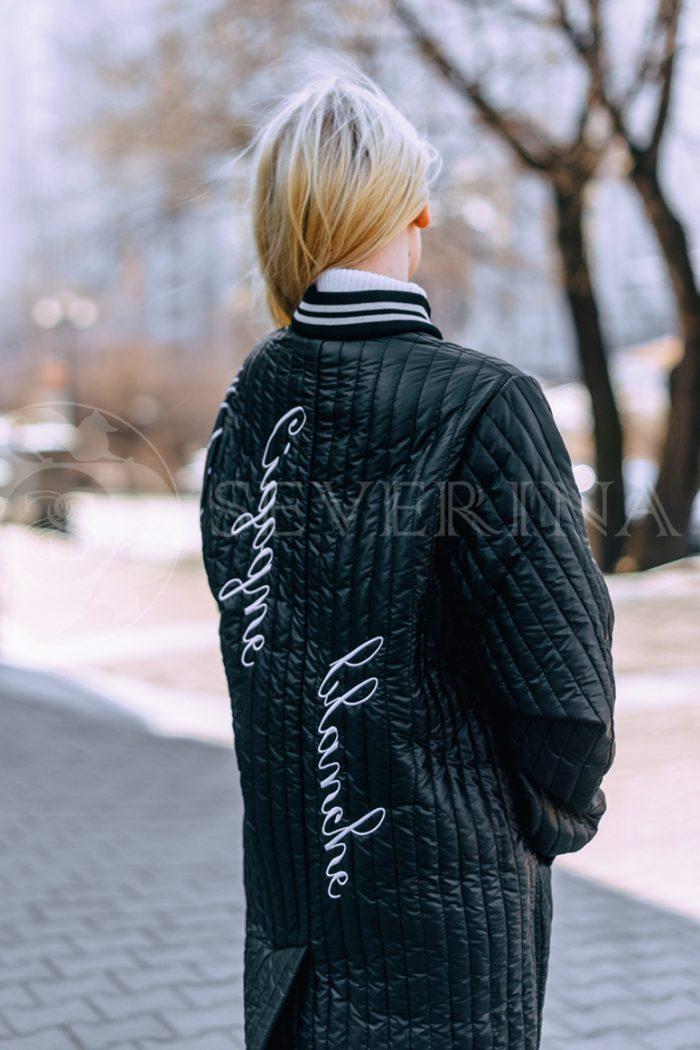 chernoe steganoe assimetrija 1 700x1050 - пальто из стеганой ткани с ассиметричным принтом