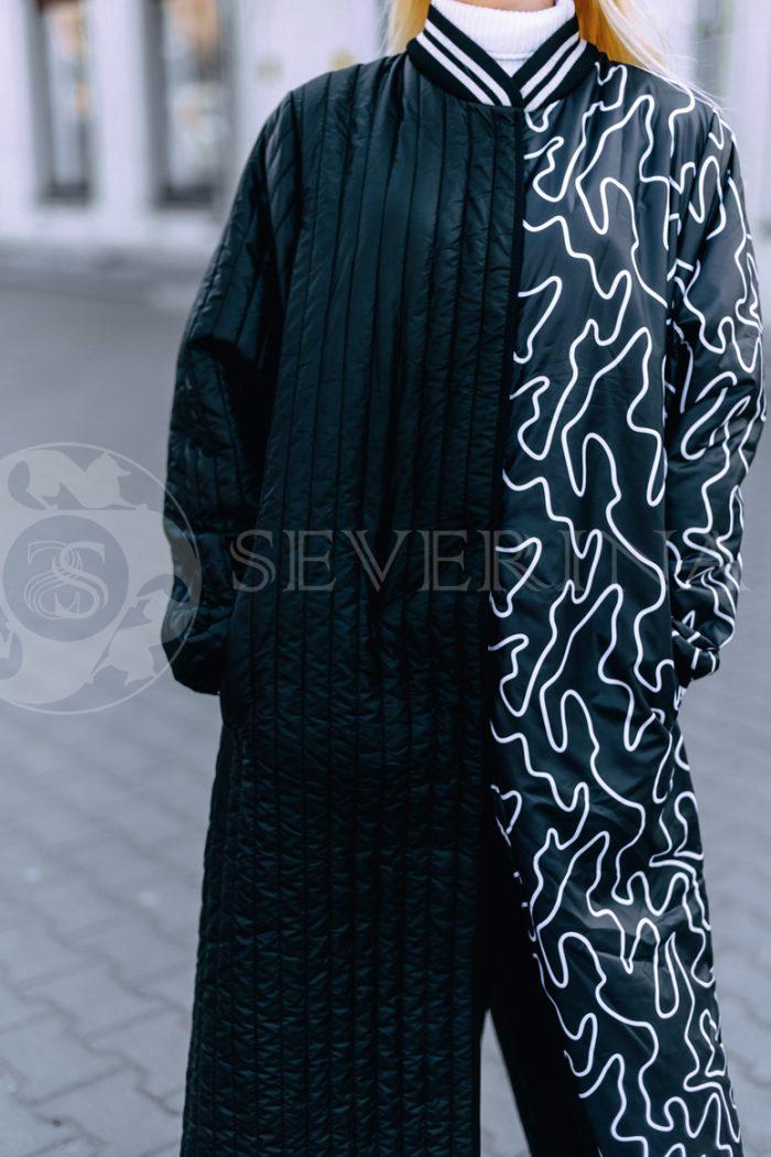 chernoe steganoe assimetrija 3 700x1050 - пальто из стеганой ткани с ассиметричным принтом