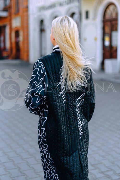 пальто из стеганой ткани с ассиметричным принтом