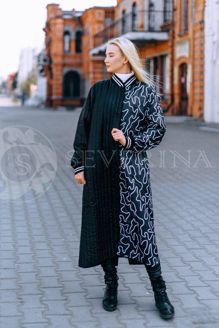 chernoe steganoe assimetrija 5 700x1050 - пальто из стеганой ткани с ассиметричным принтом