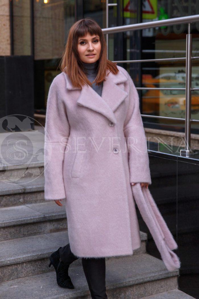 nezhno rozovoe 1 700x1050 - пальто из мягкой ткани с отделкой мехом песца нежно-розового цвета