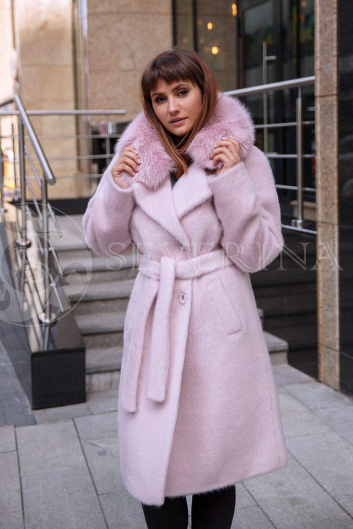 nezhno rozovoe 2 700x1050 - пальто из мягкой ткани с отделкой мехом песца нежно-розового цвета