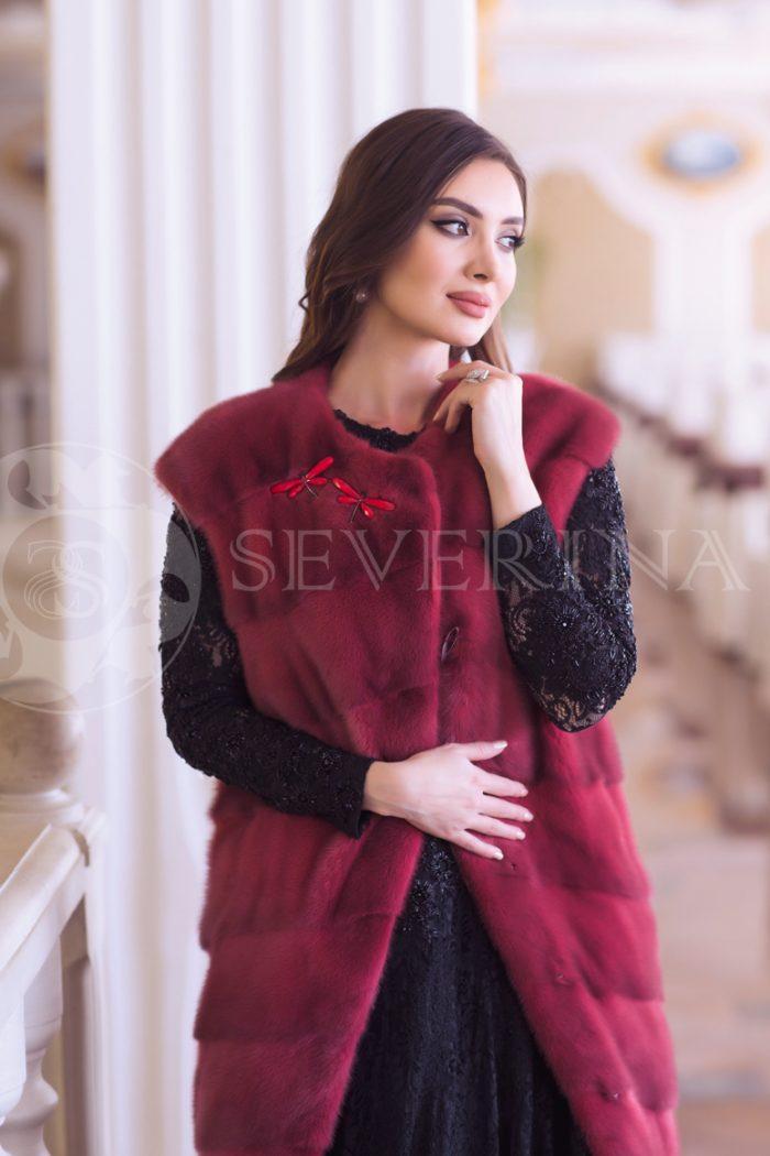 norka krasnaja 1 700x1050 - жилет из меха норки темно-красного цвета