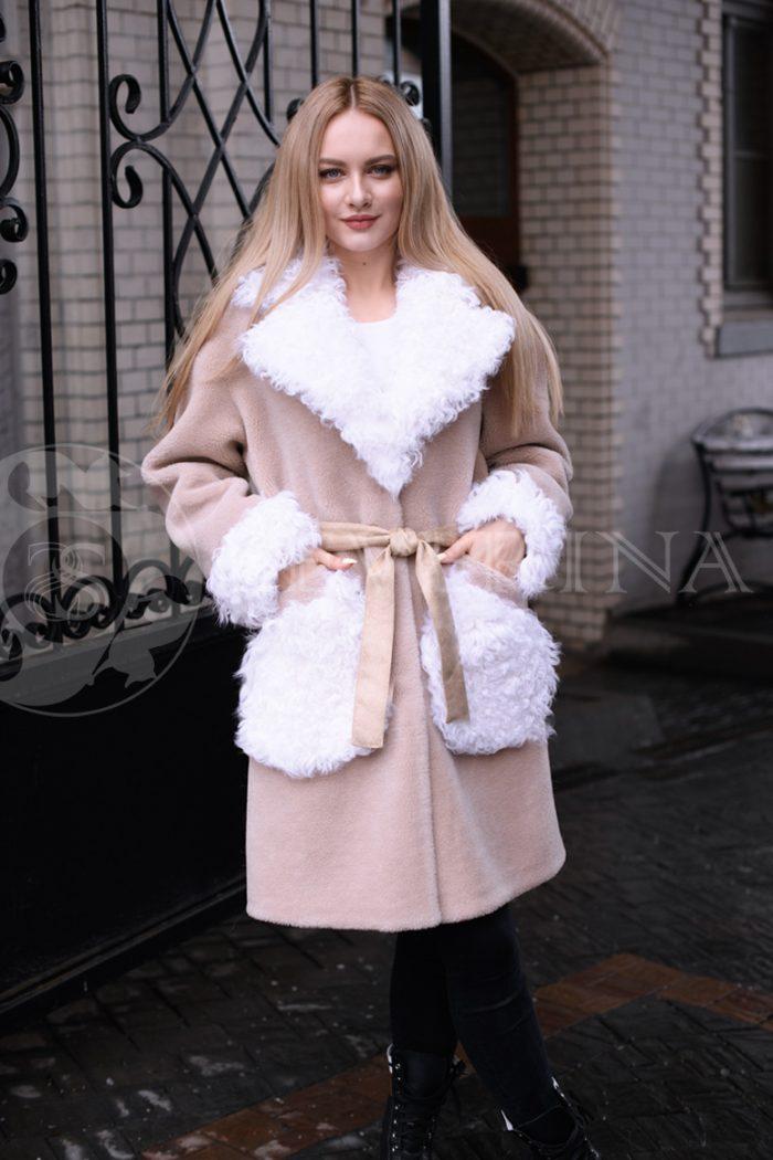 пальто из меха овчины с отделкой мехом козлика