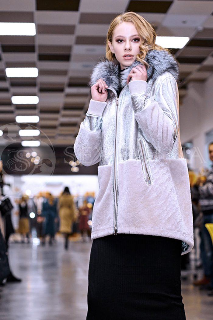 serebristaja2 1 700x1050 - куртка-дубленка из металлизированной кожи и овчины с отделкой мехом чернобурки