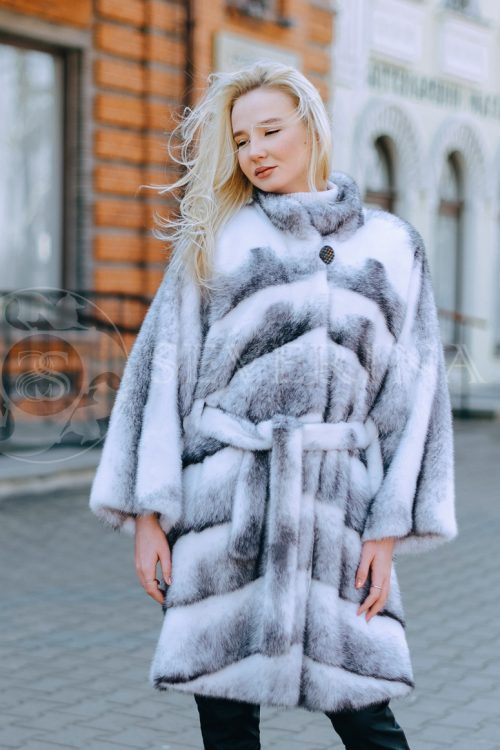 "belaja norka krestovka polosami blondinka v gorode 500x750 - шуба из меха норки ""черный бриллиант"""