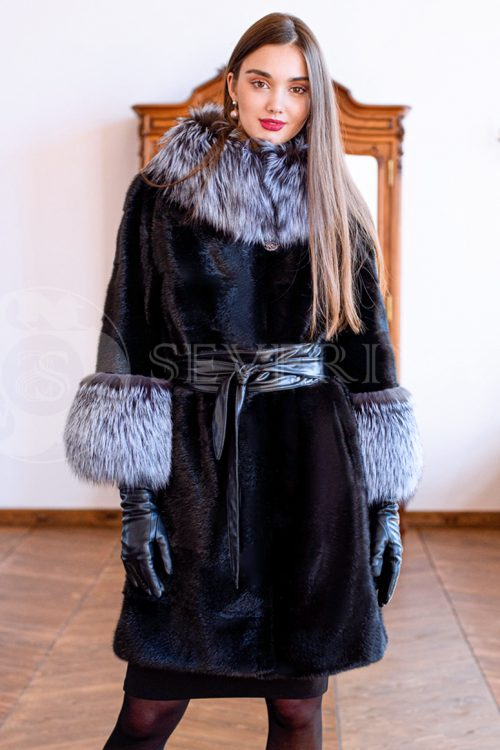"""шуба из меха норки """"поперечка"""" с отделкой мехом серебристо-черной лисы"""