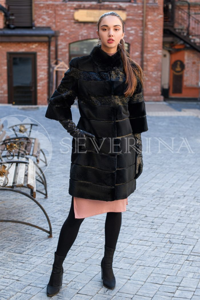 bobr chernyj businy 1 700x1050 - шуба из стриженного меха бобра с вышивкой