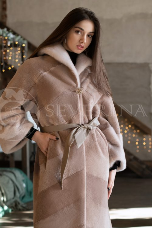 bobr diagonalka chajnaja roza 1 500x750 - шуба из стриженного меха бобра оттенка розовая равалия с вышивкой