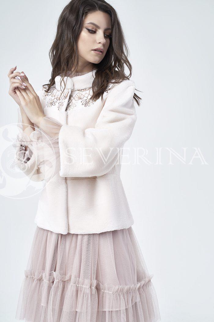 doletskiy 1079 700x1050 - шуба из стриженного меха бобра оттенка розовая равалия с вышивкой
