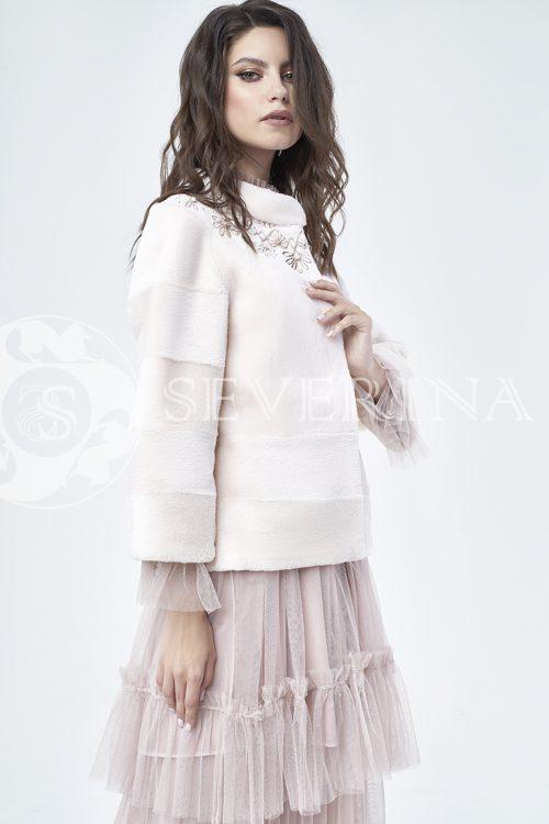 шуба из стриженного меха бобра оттенка розовая равалия с вышивкой
