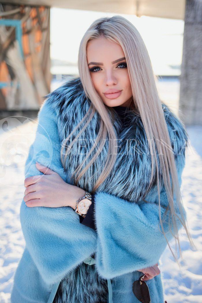 norka golubaja s chernoburkoj 1 1 700x1050 - шуба из меха норки бирюзового цвета с отделкой из меха серебристо-черной лисы