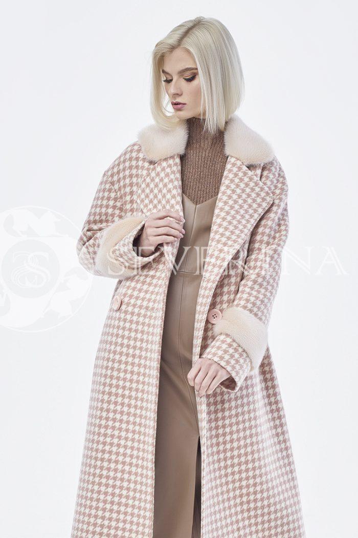 пальто в гусиную лапку с отделкой из меха норки