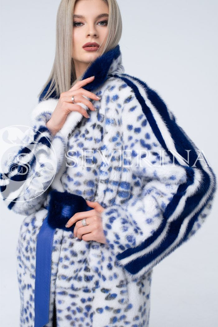 norka belaja sinij leopard 1 700x1050 - шуба из меха норки white с анималистичным принтом и лампасами