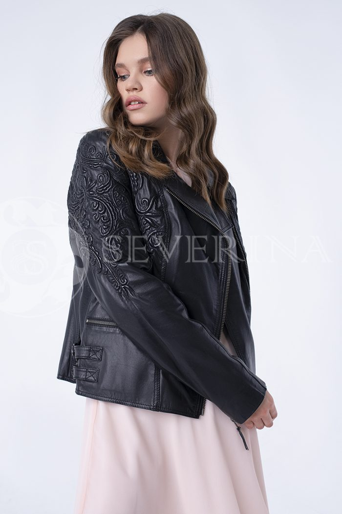 """doletskiy 0390 700x1050 - куртка из натуральной кожи """"косуха"""" с вышивкой"""