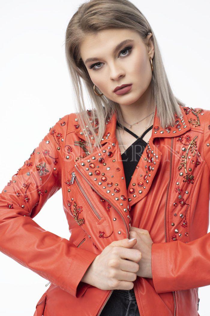 "kurtka kozha krasnaja vyshivka 700x1050 - куртка из натуральной кожи ""косуха"" с вышивкой и стразами"