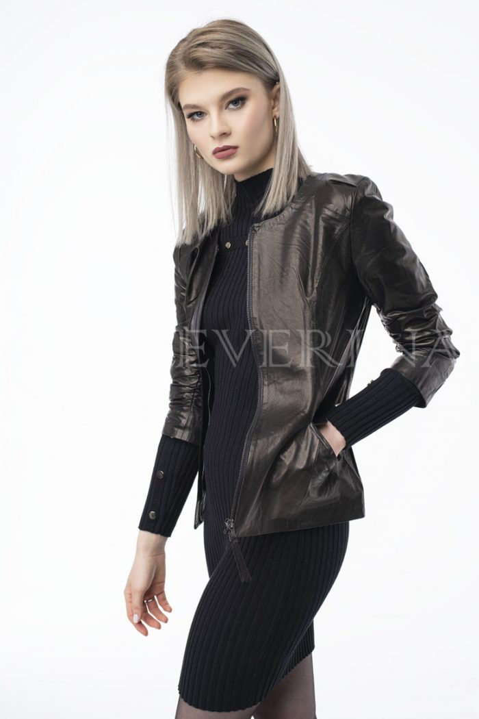 kurtka kozha pritalennaja rukav 3 4 700x1050 - куртка из натуральной кожи приталенного силуэта