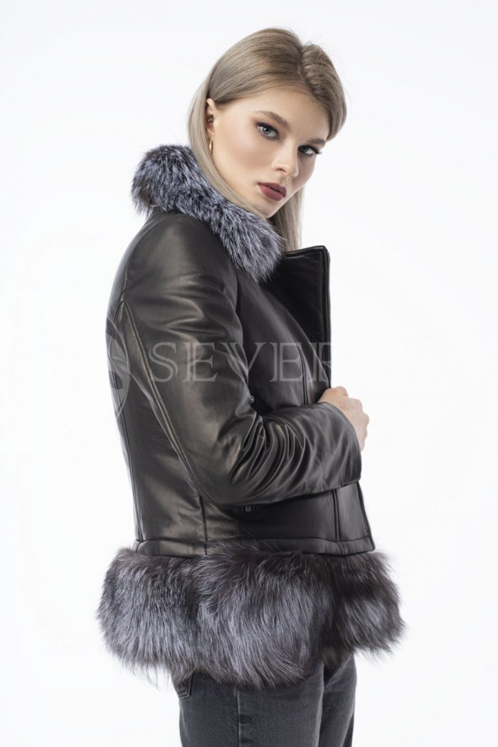 kurtka kozha chernoburka 700x1050 - куртка-трансформер из натуральной кожи с отделкой мехом серебристо-черной лисы