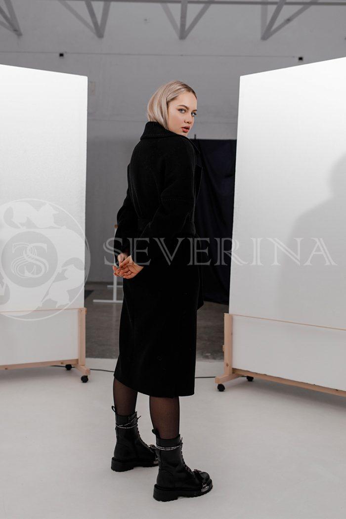 palto chernoe strochka belaja 700x1050 - пальто классическое черного цвета