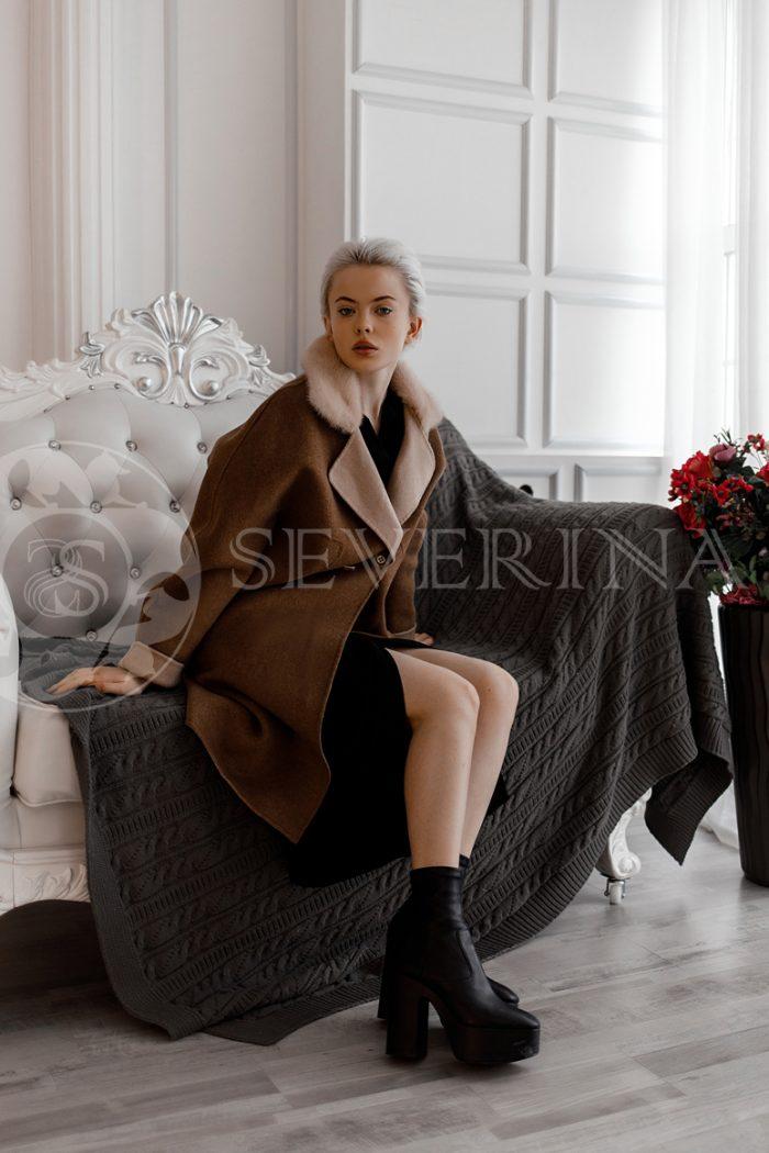 palto kapuchino norka 700x1050 - пальто с отделкой из меха норки пудрового цвета