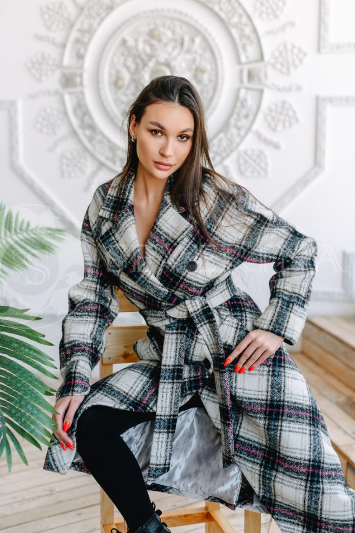 palto kletka belaja i cvetnaja 700x1050 - пальто классическое в клетку