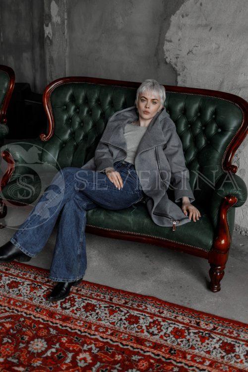 """seroe palto kosuha 1 500x750 - куртка из натуральной кожи """"косуха"""" с вышивкой и стразами"""