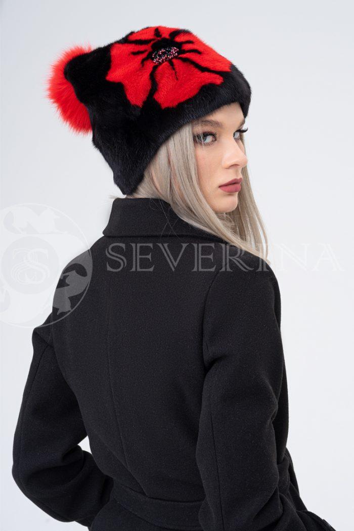 shapka chernaja krasnyj cvetok 700x1050 - шапка из меха норки и песца с инкрустацией