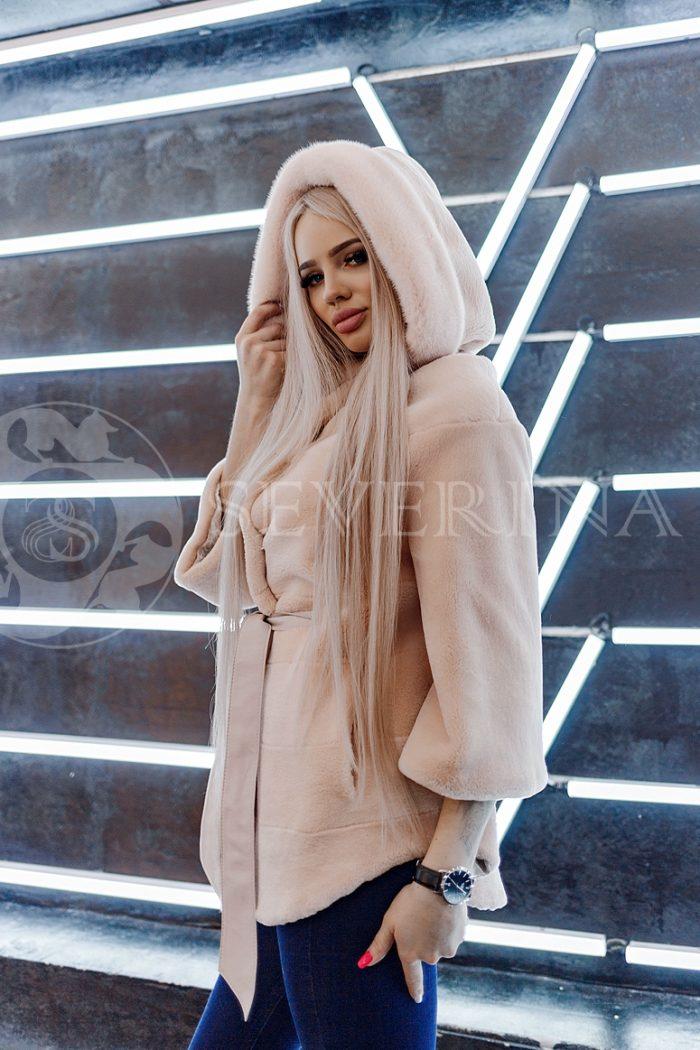 shuba bobr norka pudrovaja 700x1050 - шуба из стриженного меха бобра с капюшоном и отделкой из меха норки