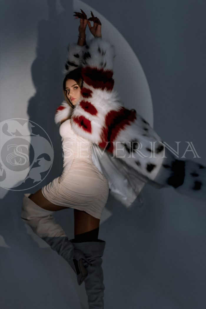 shuba lisa pjetchvork 5 700x1050 - шуба из меха песца с цветной инкрустацией