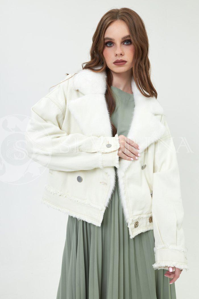 dzhinsovka s norkoj molochnaja 700x1050 - джинсовая куртка с отделкой мехом норки молочного цвета