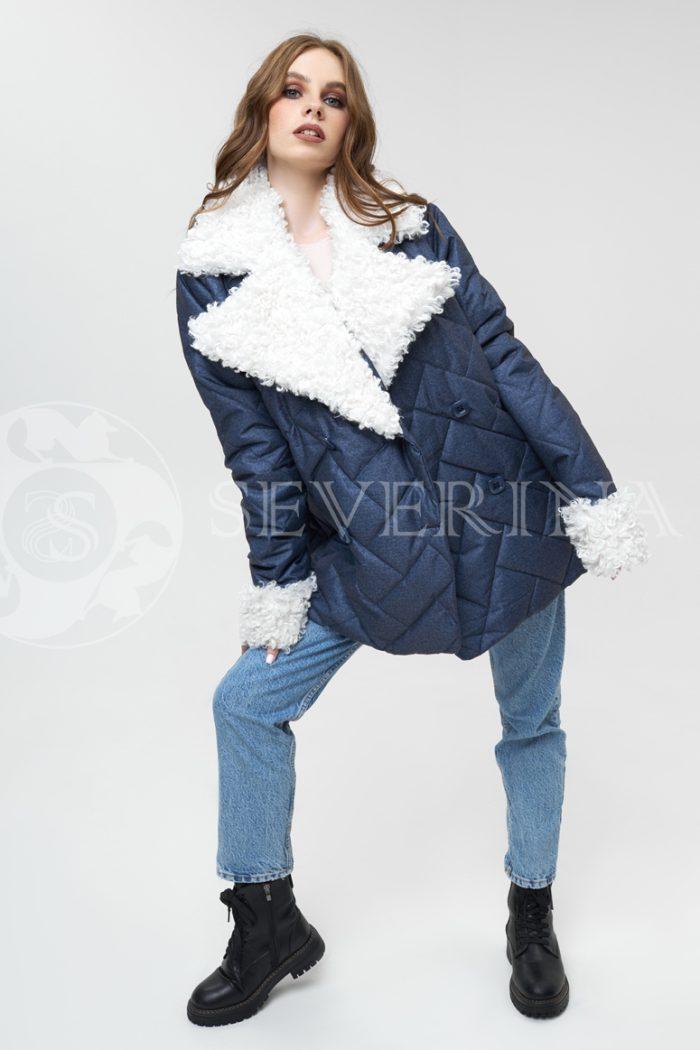 kurtka sinjaja stezhka kozlik belyj 700x1050 - куртка с английским воротником и манжетами из меха козлика