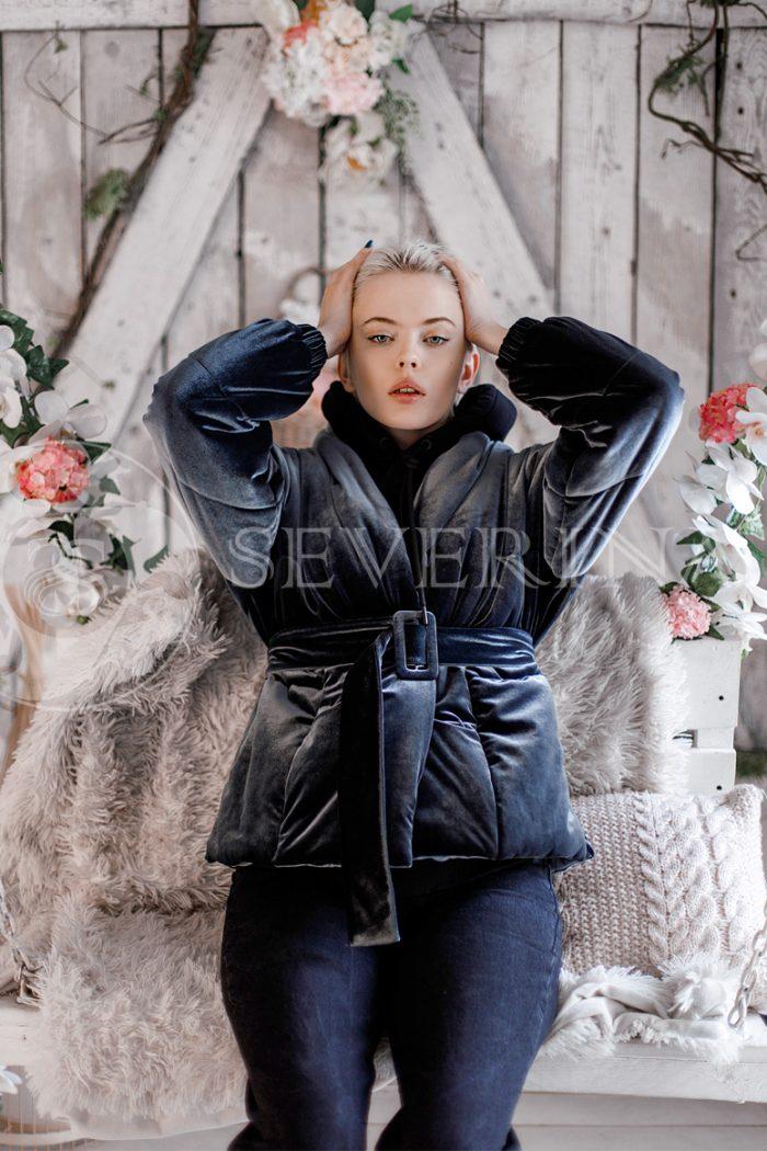 kurtka veljurovaja 700x1050 - куртка стеганая из велюра