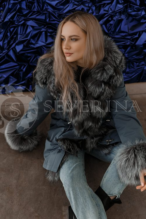 parka izumrud chernoburka 500x750 - куртка-парка с отделкой мехом серебристо-черной лисы