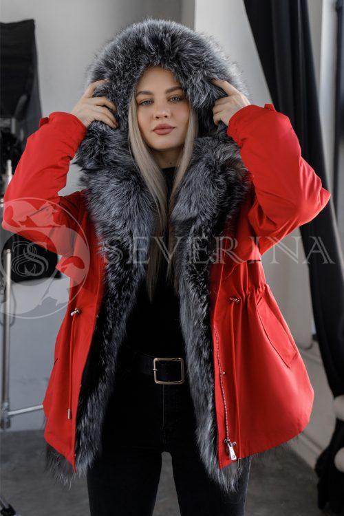 parka krasnaja chernoburka 500x750 - куртка-парка красного цвета с отделкой мехом серебристо-черной лисы