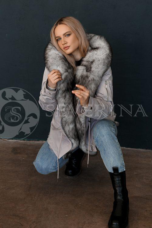 parka seraja pesec 500x750 - куртка-парка с отделкой мехом серебристо-черной лисы