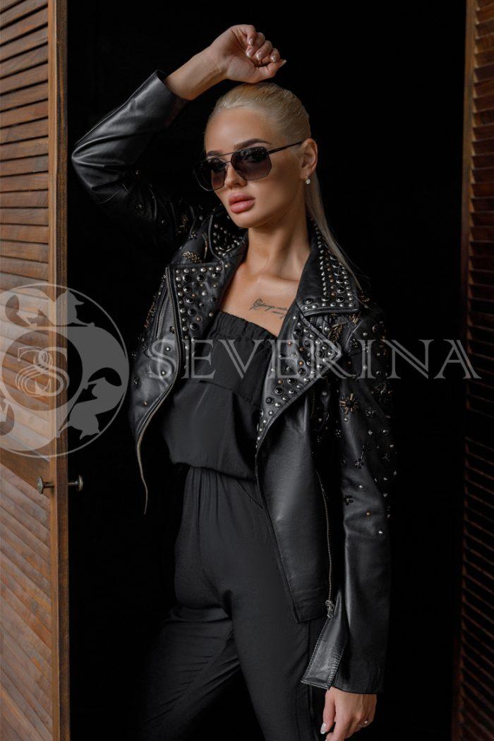 """kosuha chernaja strazy 700x1050 - куртка из натуральной кожи """"косуха"""" с вышивкой и стразами"""