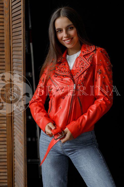 "kosuha krasnaja strazy 500x750 - куртка из натуральной кожи ""косуха"" с вышивкой и стразами"