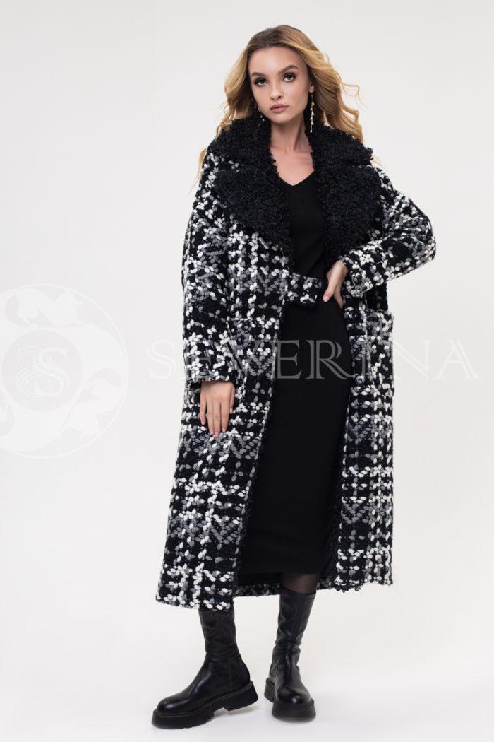 palto bukle kletka krupnaja 700x1050 - пальто из букле в крупную клетку с отделкой мехом козлика