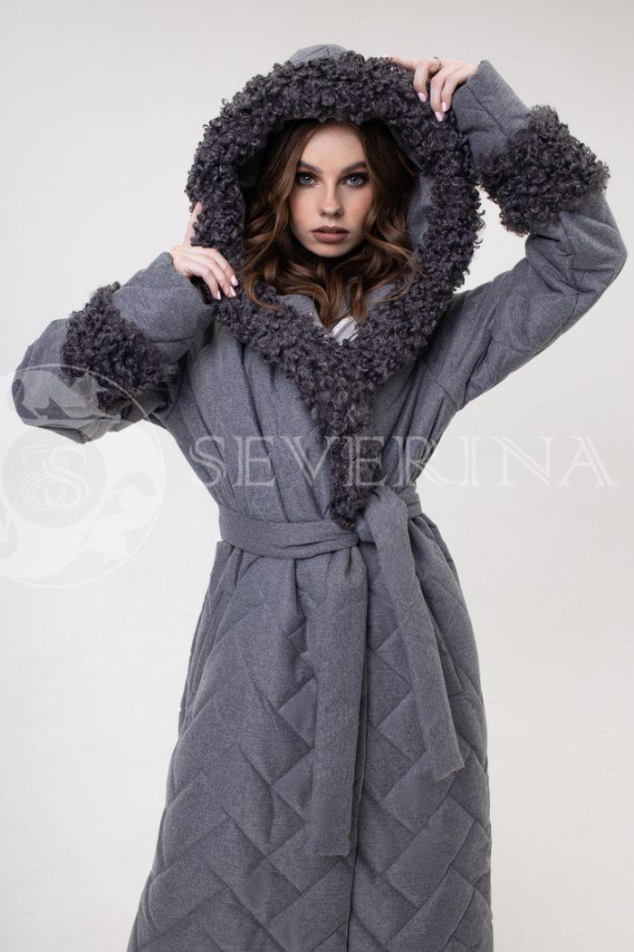 palto stezhka s kozlikom 700x1050 - пальто стёганое с капюшоном и отделкой мехом козлика